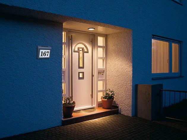 Napelemes LED-es házszámtábla / egyedi, igényes, éjjel-nappal jól látható megoldás, időjárásálló burkolatban