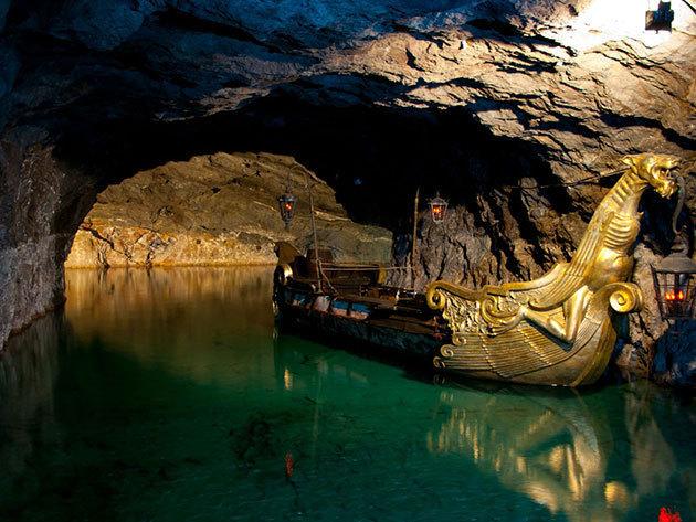 2017. július 22. / Ausztriai buszos non-stop kirándulás - A misztikus tavasbarlang, a Schönbrunni kastély és állatkert látogatásával / fő