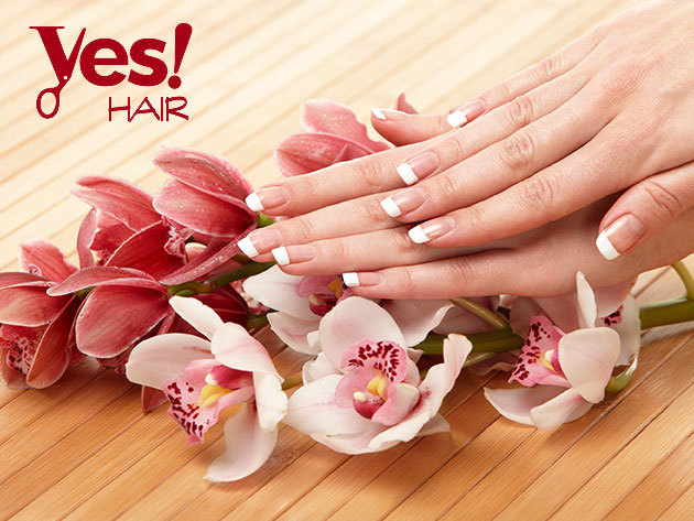 Francia vagy színes géllakkozás kézre minimanikűrrel a Yes Hair Szalonban / II. kerület