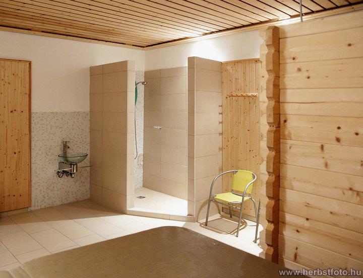 Karintia, Hotel Villa Huber*** - 5 nap/4 éjszaka szállás 3 főnek (3 ágyas szobában), reggelis ellátással, wellnesszel és extra kedvezményekkel