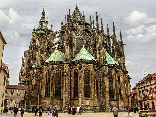 PRÁGA: Non-stop buszos utazás Csehország fővárosába október 20-án  / fő