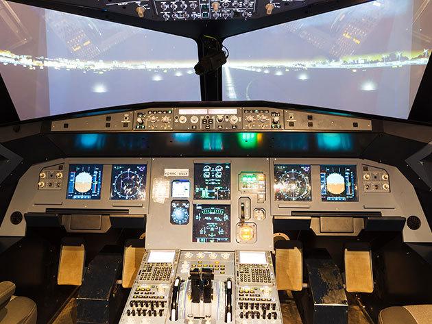Szimulátoros repülés - 30 percnyi élethű légi kaland egy Boeing 737NG fedélzetén 4 órás felkészítéssel / 1 főre