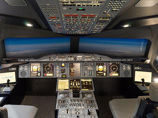 Szimulátoros repülés - 30 percnyi élethű légi kaland egy Boeing 737NG fedélzetén 4 órás felkészítéssel 1 fő részére (a repülés élményének barátaid, családod is részese lehet, 6 fő utasként csatlakozhat)