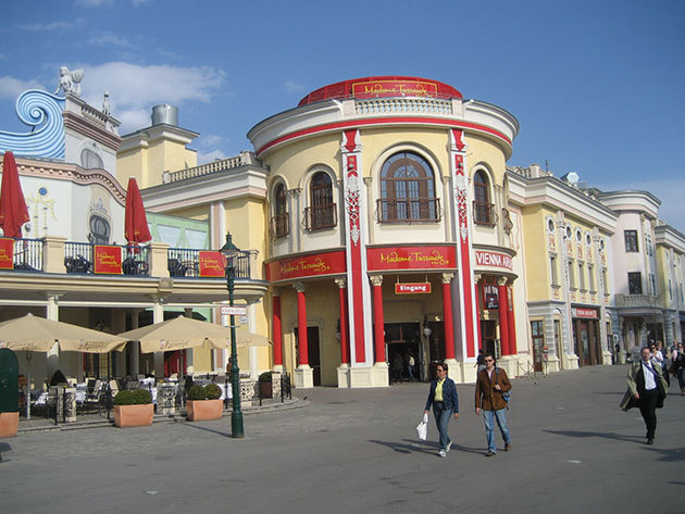 November 25. (péntek) Madame Tussauds Panoptikum- advent Bécsben buszos utazással / fő