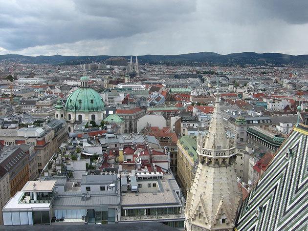 December 2. (szombat) Time travel – Időutazás a császárvárosban  -advent Bécsben buszos utazással / fő