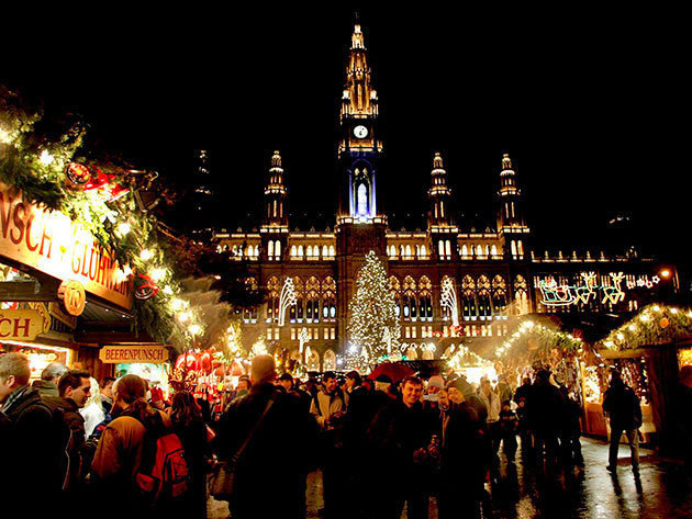 November 25. (péntek) Szabadprogram – séta, múzeum, vásárlás, puncs egyéni ízlés szerint - advent Bécsben buszos utazással / fő