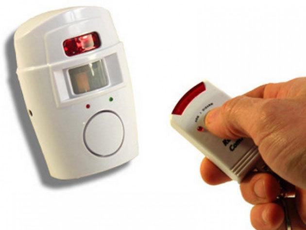 Mozgásérzékelős vezeték nélküli riasztó: hangos, 105 Db-es szirénázással jelzi, ha illetéktelen behatolás történik