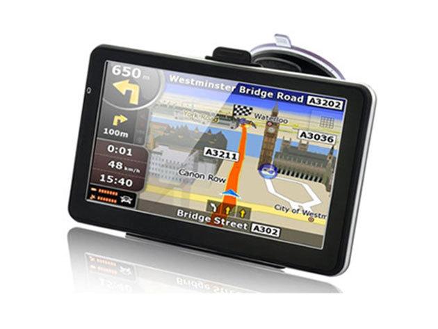 GPS 7'' kijelzővel, teljes Európa térképpel, beépített FM transzmitterrel és videólejátszóval