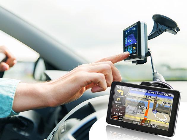 GPS 7'' kijelzővel, teljes Európa térképpel, beépített FM transzmitterrel és videólejátszóval / a kalandos utazásokhoz