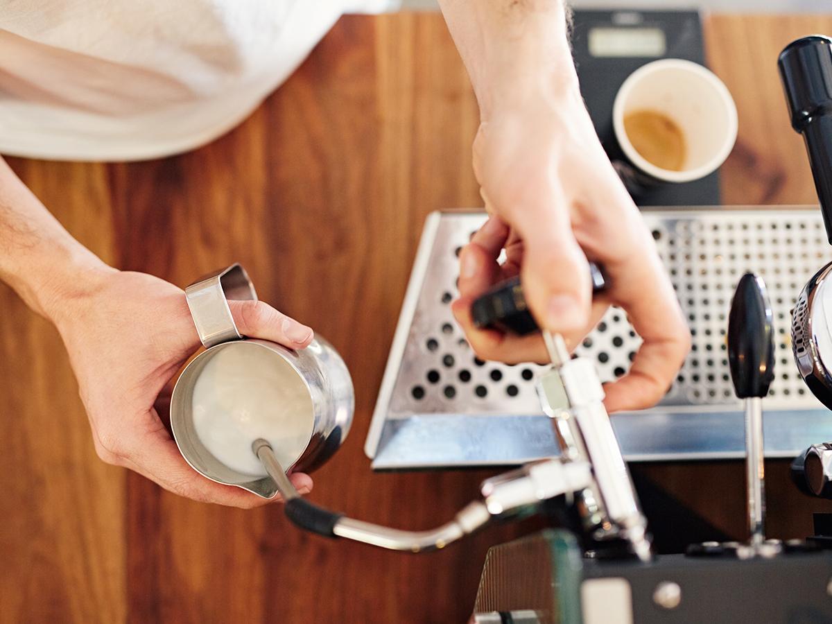 Barista workshop filterkávé készítéssel az Ursa Maior kreatív műhelyében ( III. ker.) Dobd fel a hétköznapokat finom, minőségi kávékülönlegességekkel, vagy lepd meg ismerősödet a kuponnal!