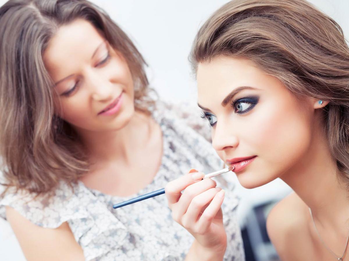 Basic, Master és Egyéni smink kurzus Budapest belvárosában, záróvizsgával, 2 nyelvű szakmai diplomával és munkalehetőségekkel / Midnight Makeup School