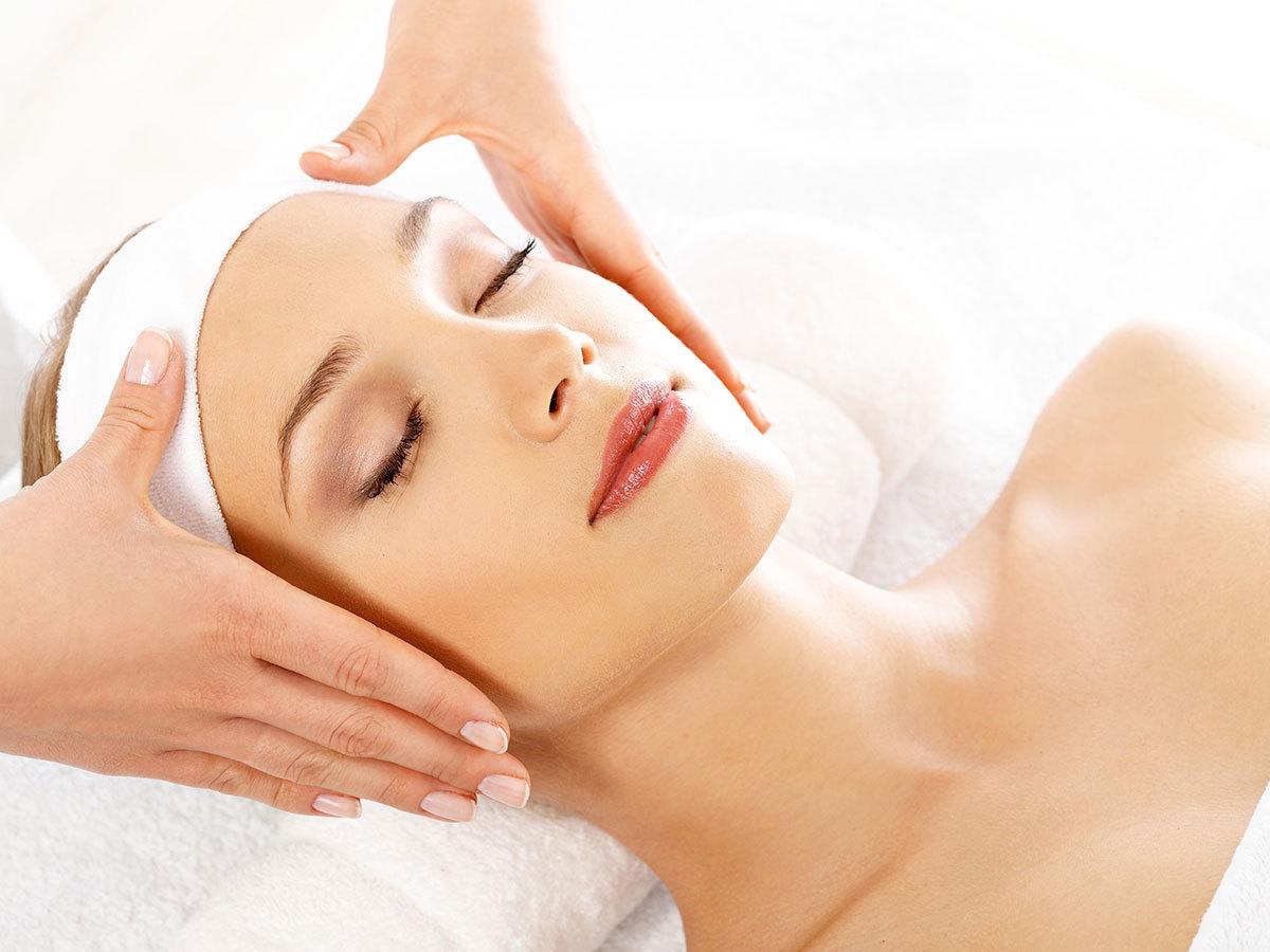 Luxus arc- és dekoltázs kezelés / 3 alkalmas bérlet karácsonyra: Medilite lézeres ránctalanítás + oxigénterápia + Thermage bőrfeszesítés