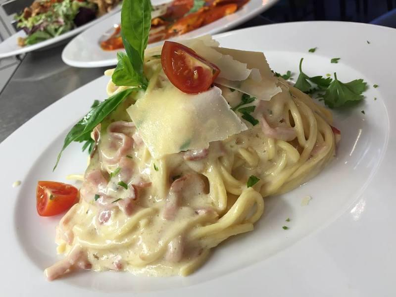 Brushetta előétel és választható tészta (kivéve lasagne) / fő
