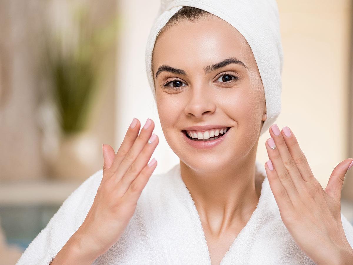 Gold Renew bőrmegújító arckezelés a tündöklő bőrért: mikrodermabrázió, arany por maszk, arcmasszázs (1 vagy 3 alkalom) a Brillantiszt Stúdióban