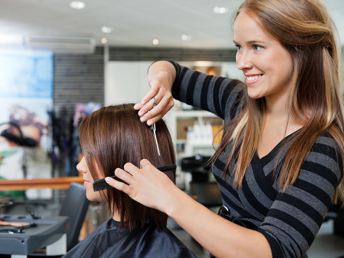 Hajkezelés hajvágással bármilyen hosszú hajra professzionális haj- és fejbőr ápolással a Yes Hair Szalonban / II. ker.