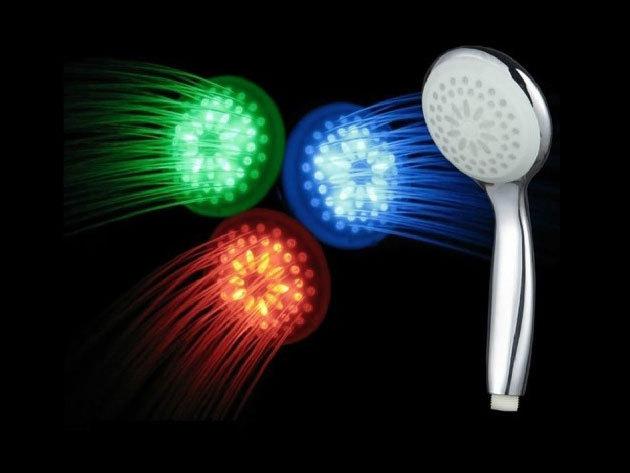 LED zuhanyfej - igazi élmény lehet a fürdés, a víz hőmérsékletének függvényében változtatja színét