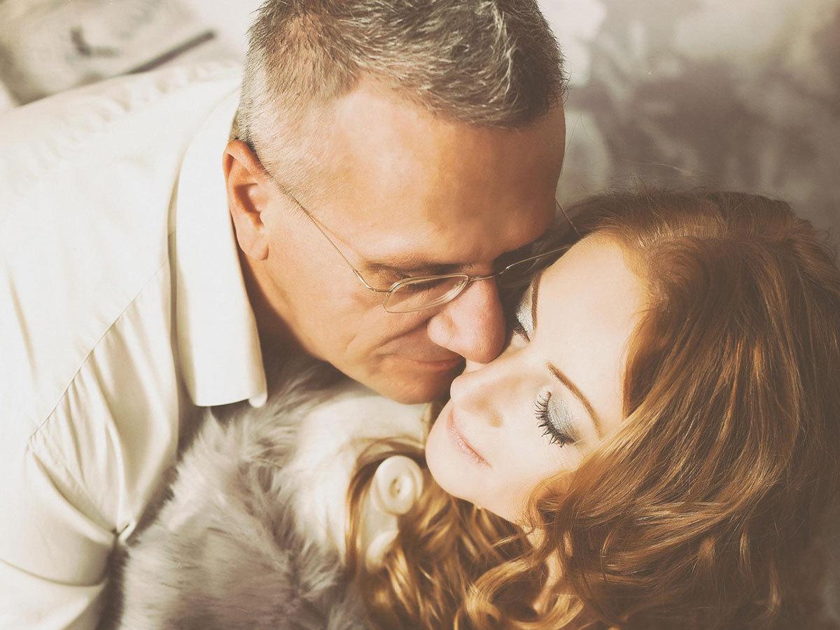 Romantikus páros fotózás Pintácsi Viki és a Nővarázsoló Team közreműködésével, VI. kerületi műteremben (beváltható szeptember 30-ig)