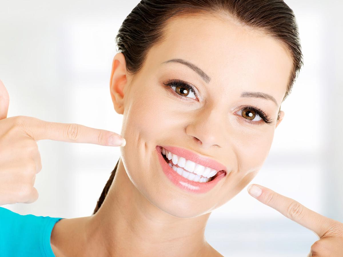 Air-Flow homokfúvásos fogtisztítás! Fehéríti a fogakat és eltávolítja a felszíni, fogak közti lerakódásokat! Fájdalommentes!