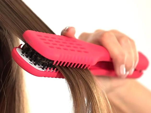 Hajvasaló kefe hajszárításhoz - rózsaszín vagy fekete színben / kisimítja tincseidet, kímélve frizurádat...