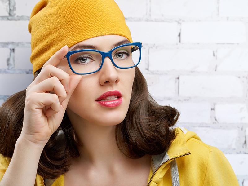 Komplett szemüvegek választható lencsékkel, kerettel, látásvizsgálattal, mindennapi viselethez és munkavégzéshez az OptiGold-tól (Újpest) Válaszd a neked valót!
