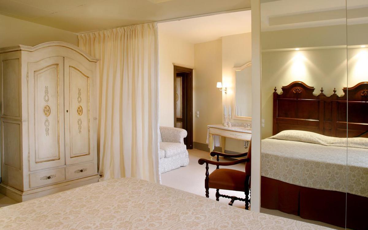 1. csomag: Le Convivial Luxury Suites and Spa***** EXTRA / 8 nap 7 éjszaka 2 fő részére félpanziós ellátással hajókirándulással