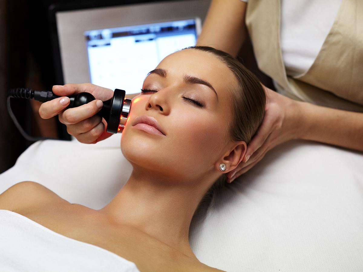 Lézeres arc ránctalanító kezelés SafeLaser 150 mW nagyteljesítményű soft lézer speciális kozmetikai kezelővel (1 alkalom) / Avatar Holisztikus Gyógyászat, XI. ker.