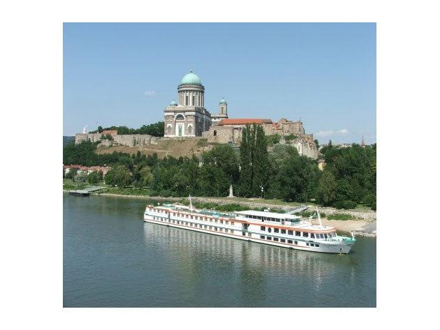 Hajókirándulás a Dunakanyarban, szentendrei, esztergomi és váci városnézéssel, szabadidővel / fő (aug. 18.)