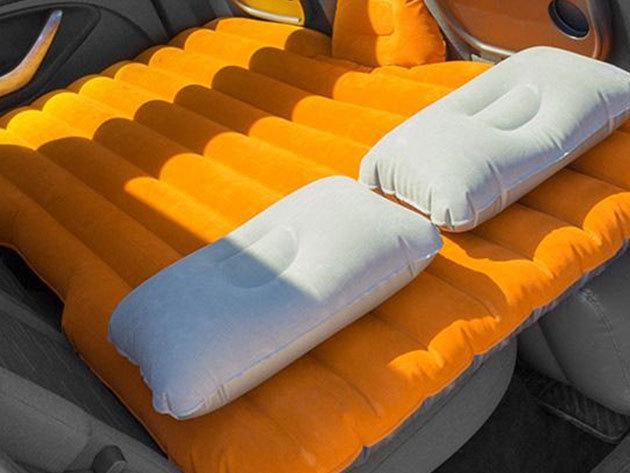 Autós felfújható ágy/matrac kompresszorral - a hátsó ülésre tervezett kényelmes fekhely párnákkal