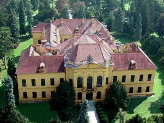 SCHLOSSHOF és ECKARTSAU, romantikus osztrák kastélyok - 1 napos buszos utazás / fő (aug. 25.)