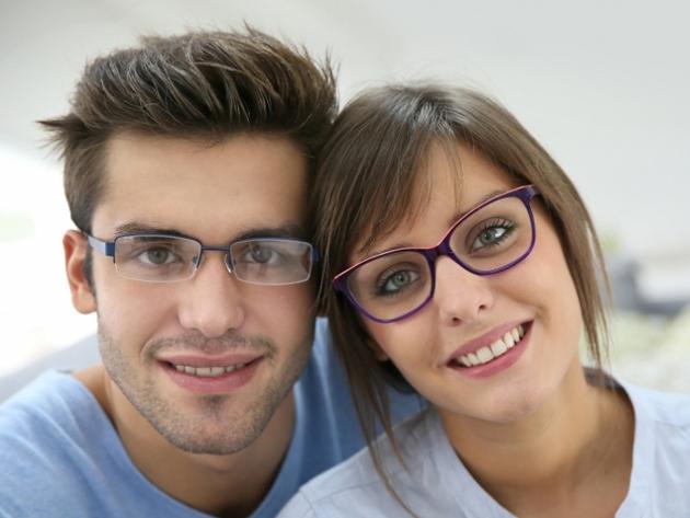 Komplett szemüveg magas dioptriájú felületkezelt lencsével 5,00 cyl+ 6 prizma