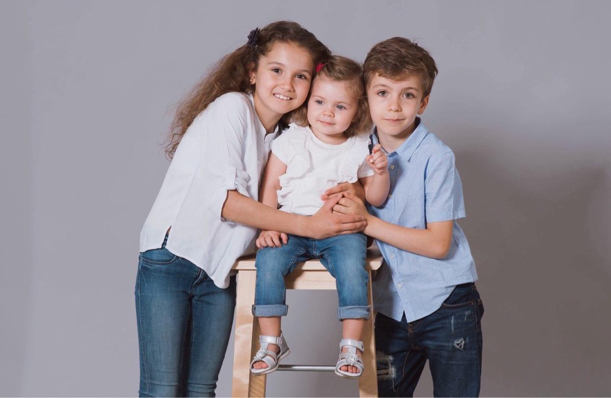 Műtermi fotózás akár az egész családnak: 1 órás fotózás 80-120 db nyers kép 10 db kiválasztott retusált kép