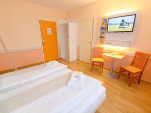 Doppelbett-familienzimmer-jufa-hotel-hochkar-sport-resort-medium-tv-940x705_middle