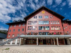 Hotelansicht-jufa-hotel-hochkar-sport-resort-frontal-sommer-940x705_middle
