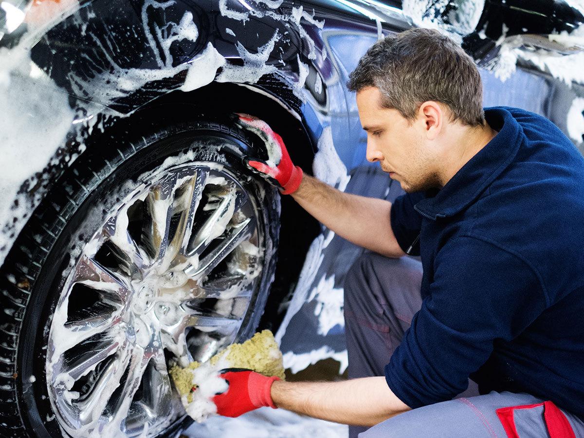 """Kézi autókozmetika: """"Wax & shine"""" csomag - külső autómosás, belső tisztítás, wax bevonat / Budapesten előre egyeztetett helyen és időben, hogy ne Te várakozz..."""