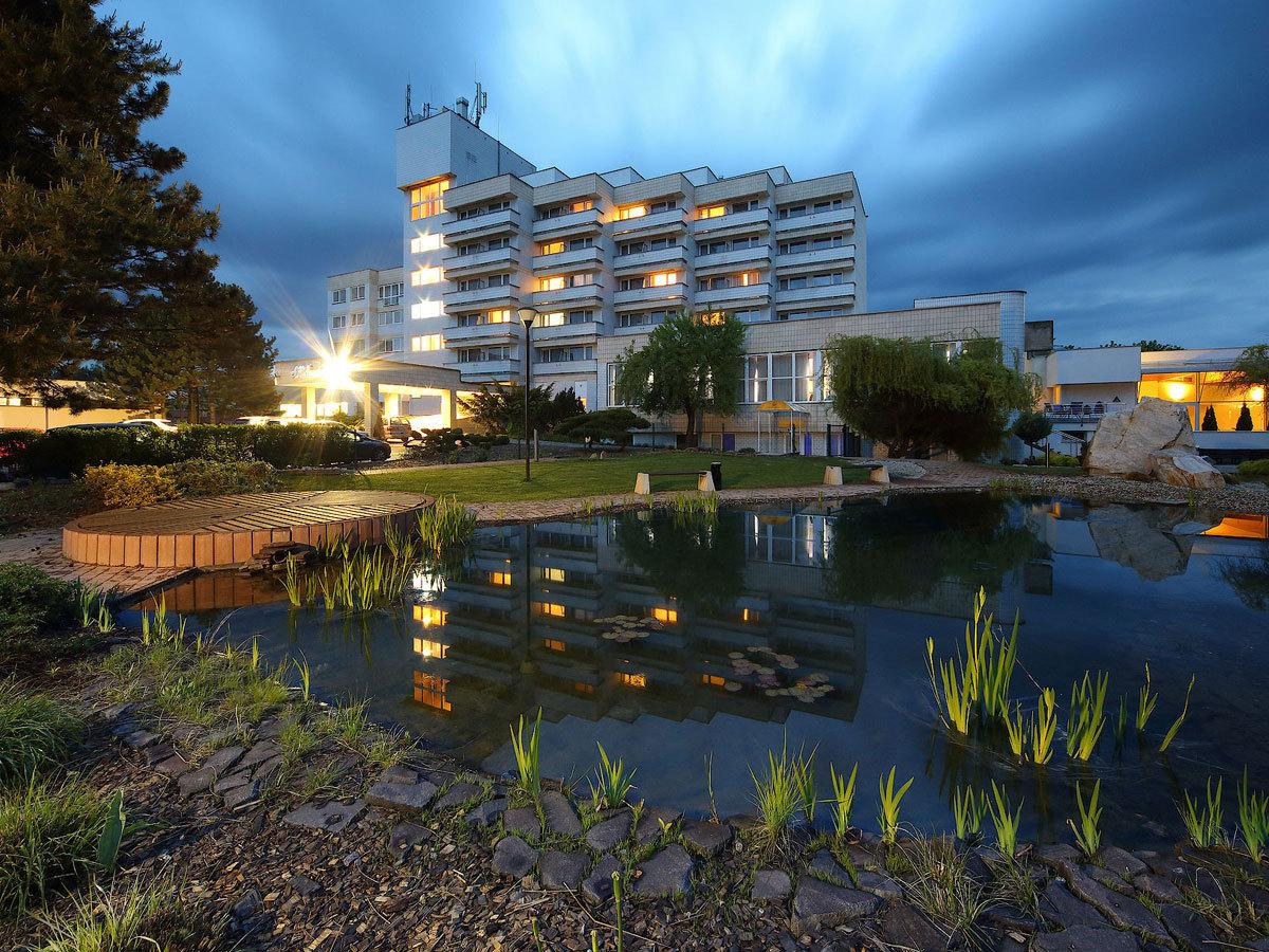 Szlovákia, Gyügy, Hotel Hviezda*** szállás 2 éjszakára félpanziós ellátással és wellness kikapcsolódással 2 főre