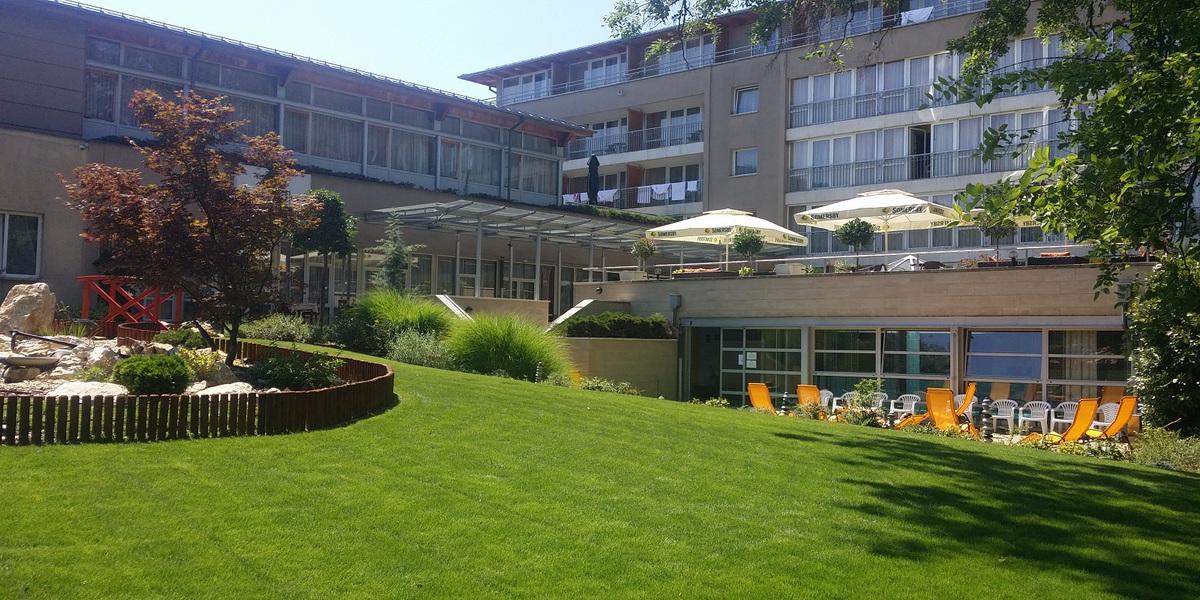 SunGarden Wellness és Konferencia Hotel *** 3 nap 2 éjszaka szállás 2 fő + egy 10 év alatti gyerek részére, reggeli + büfévacsora + wellness