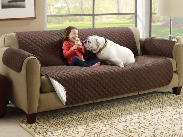 Couch Coat kanapévédő takaró, mely véd a szennyezősektől, ital- és ételfoltoktól, állatszőrtől
