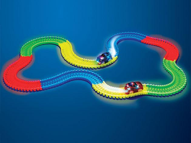 Világító autópálya LED-es versenyautóval: 3,3 méter hosszú, kreatívan alakítható, összeilleszthető elemekkel
