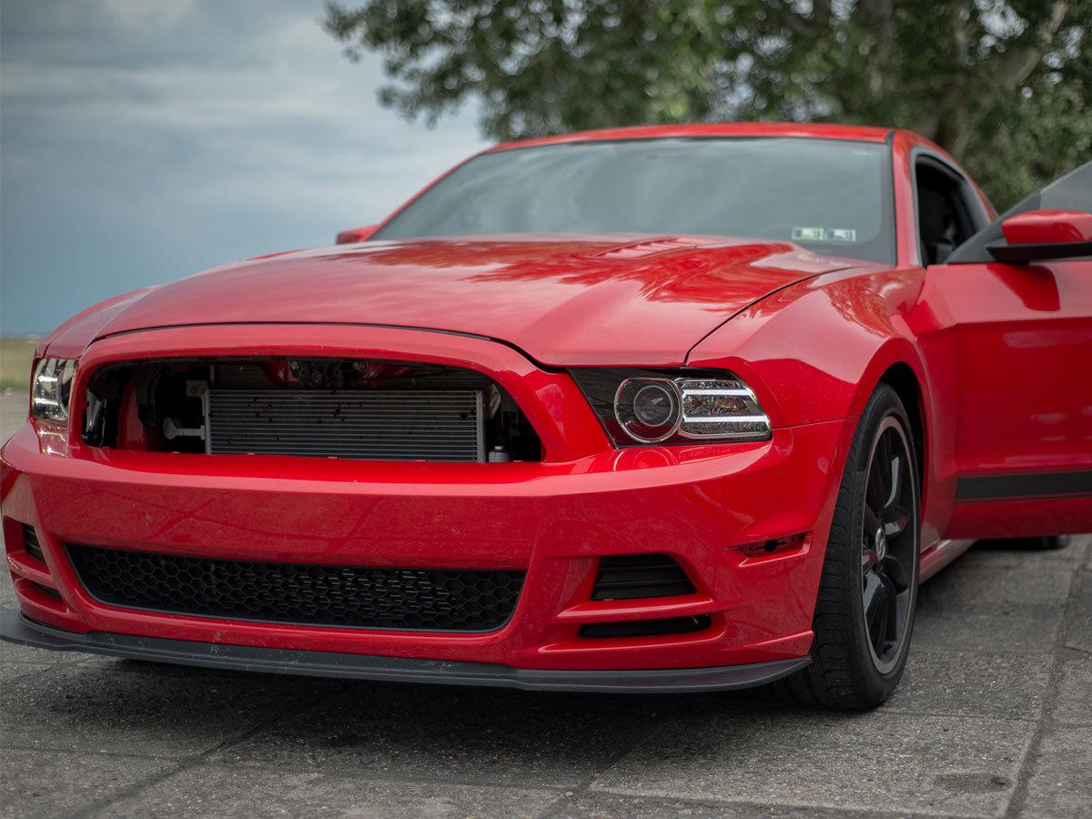 2,5 órás vezetéstechnikai tréning (Saját autóval) + 3 kör Mustang 302 Boss vezetése / fő
