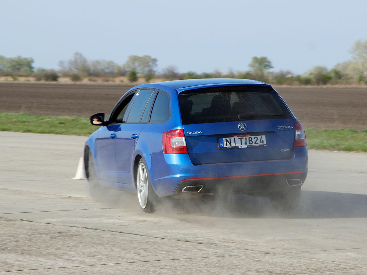 2,5 órás vezetéstechnikai tréning (Saját autóval)
