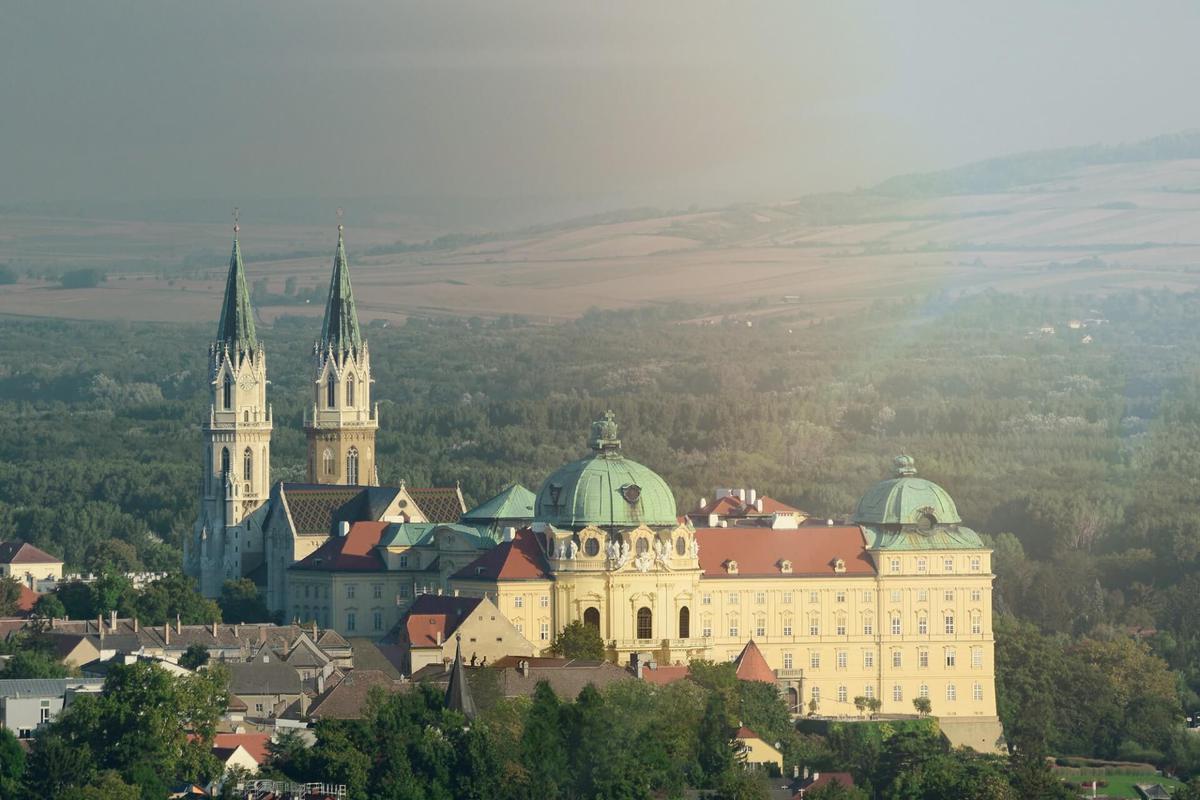 2019. március 15. Klosterneuburg kolostor és a Nemzetközi Orchidea kiállítás: non-stop autóbuszos utazás Ausztriába / fő