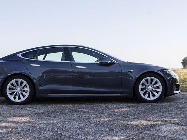Városi vezetés egy Tesla modell S 85 D-vel - 90 perc