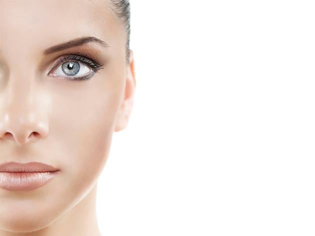 Kozmetikai sminktetoválás szemöldökre, vagy felső szemhéjra
