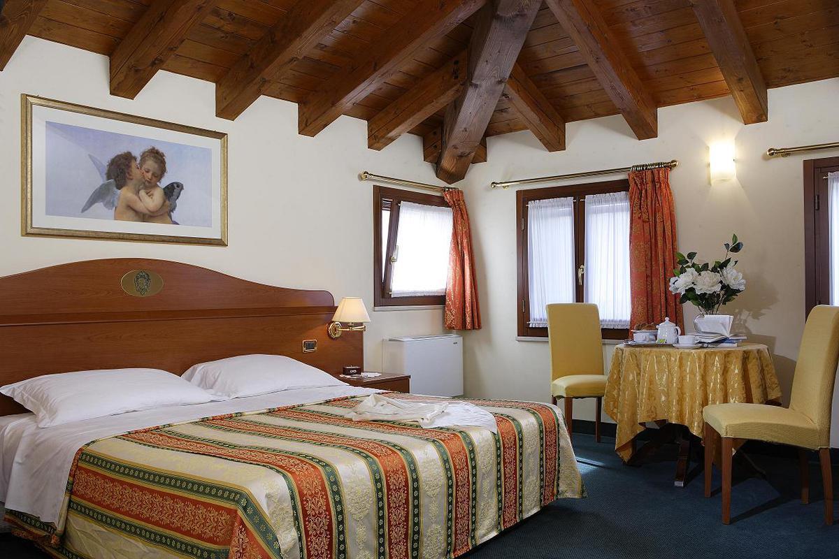 Hotel Antico Moro*** Velence 4 nap 3 éjszaka 2 fő részére Deluxe szobában reggelivel  2 Casino jegy Velencébe vagy Mestre-be (Hétköznap)