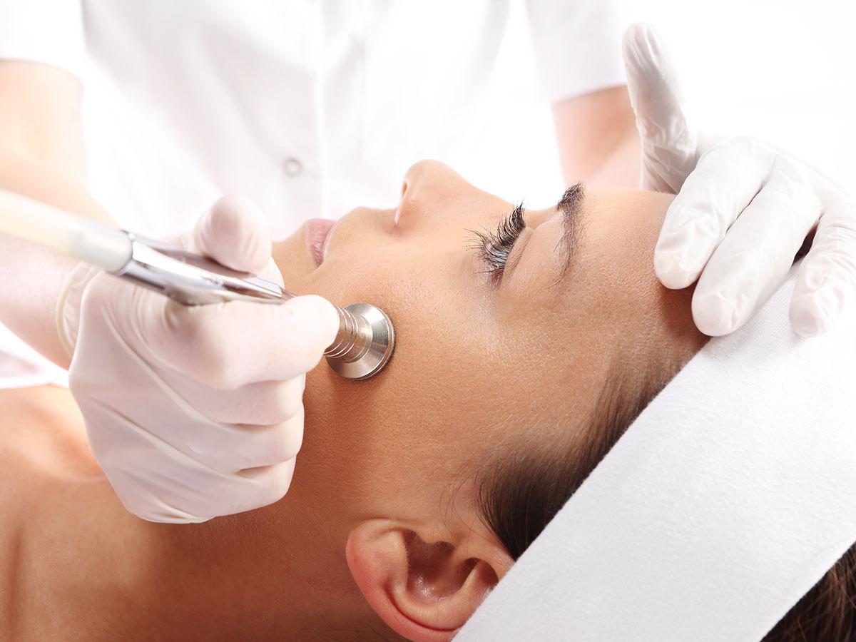 Mikrodermabrázió - 1 vagy 3 alkalom gyémántfejes bőrcsiszolás az arcon a friss, üde bőrért / XI. kerület, Avatar Holisztikus Gyógyászat