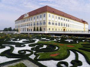 Schloss-hof-01_middle