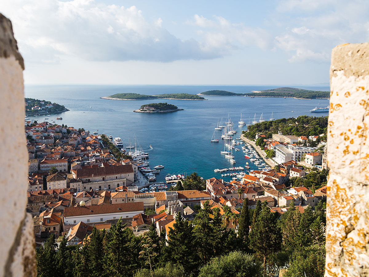 Horvátországi apartmanok - szállás 7 éjszakára 4 vagy 6 fő részére HVAR szigetén, a tengerpart közelében