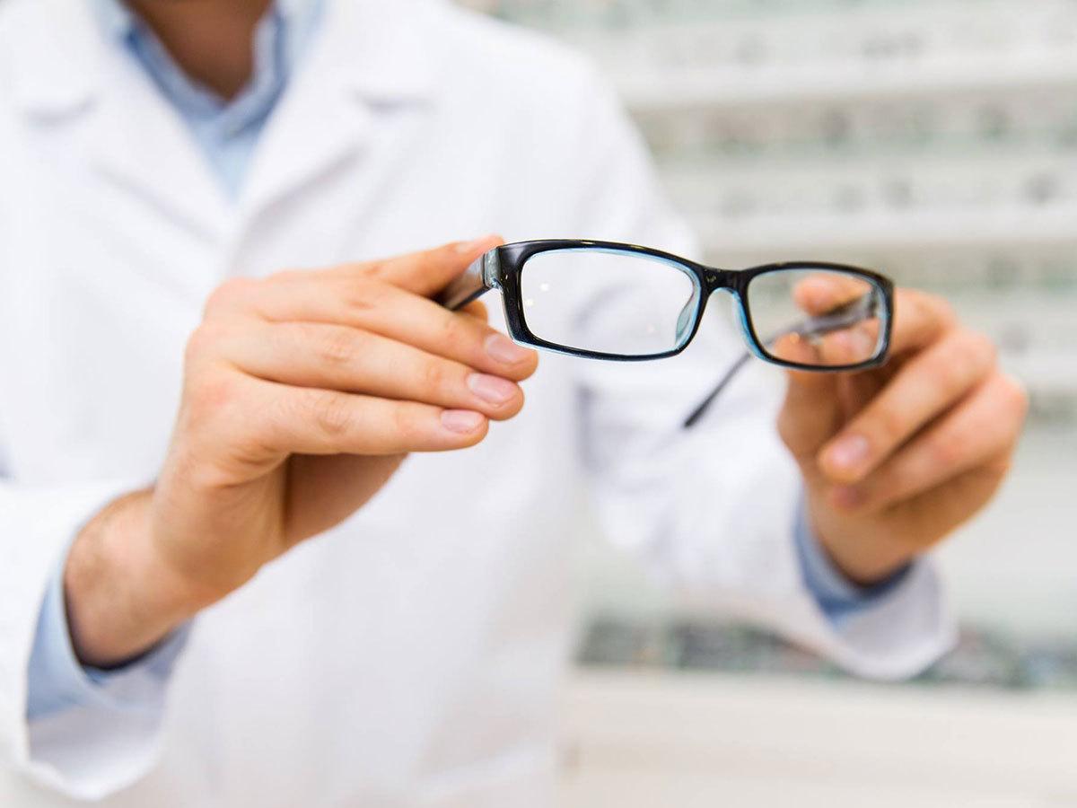Kétszeresen vékonyított aszférikus 1.67-s törésmutatójú  komplett szemüveg