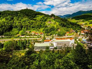 Szlov_nia_-hotel-zdravili__e-la_ko_middle