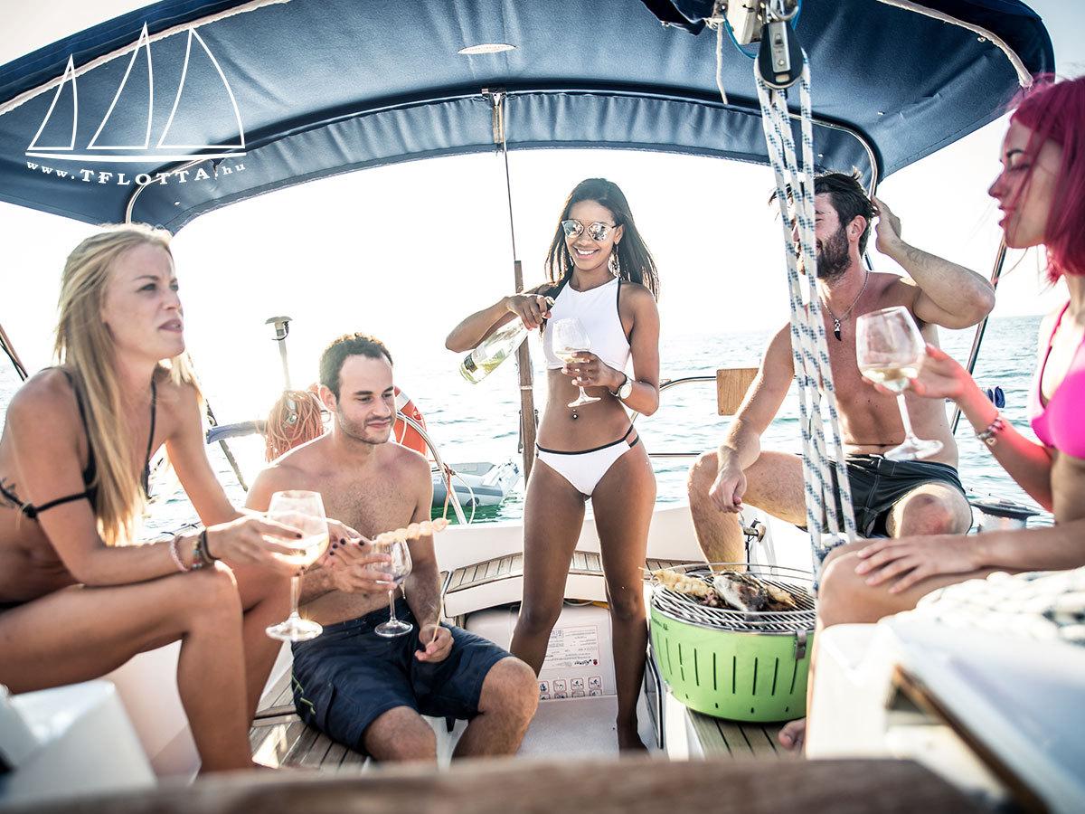 Hajós élményprogram a Balatonon felnőtteknek csapatépítésként vagy gyermekeknek akár zsúrokra, max. 20 főig